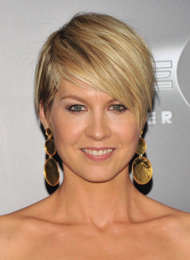Jenna Elfman Layered Razor Cut with Side Swept Bangs for 2018