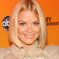 Jaime King short smooth middle split bob hairstyle