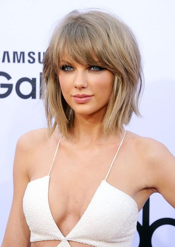 Taylor Swift Short Chopped Bob Hairstyle with Pony